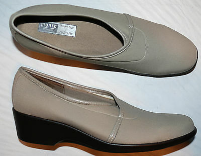 MUNRO AMERICAN SZ 8 SS X-NARROW BEIGE STRETCH FABRIC LEATHER WEDGES DRESS SHOES