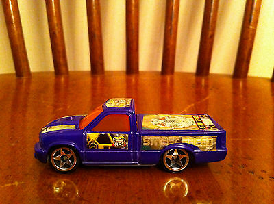 2003 Hot Wheels toy truck McDonald's Happy Meal HIGHWAY 35 STREET BREED Purple