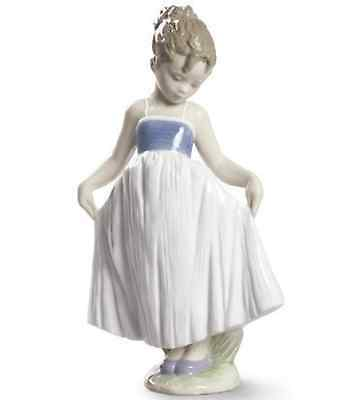 Lladro Porcelain Look At My Dress Girl Figurine Ornament Figure 20cm 01009172