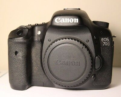 Canon EOS 7D 18MP SLR Digital Camera Body + Batteries and Memory Cards