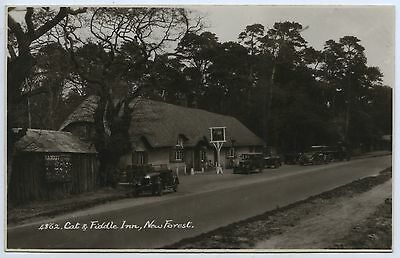 1930'S RP PU POSTCARD CAT & FIDDLE INN NEW FOREST HAMPSHIRE ENGLAND k59