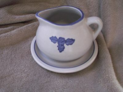 Pfaltzgraff Yorktowne retired USA Gravy Boat with Saucer Blue and White Vintage