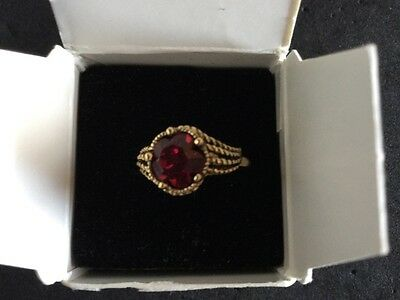 VINTAGE AVON Antique Gold Tone Red FACETED ILLUSIONS RING Flower Shape NIB 1992