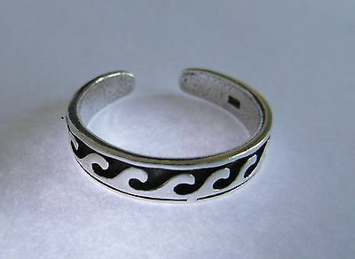 Sterling Silver (925) Adjustable  Curved  Waves Toe Ring  !!     Brand New !!