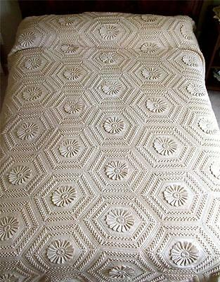 ANTIQUE ECRU HAND MADE CROCHETED FRINGED BEDSPREAD COVERLET EXCELLENT CONDITION