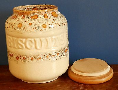 A Fosters Pottery honeycomb ware biscuit barrel with wooden lid