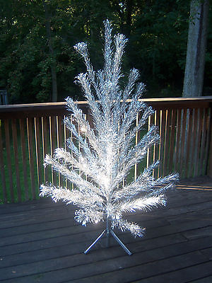 RARE  BEAUTIFUL VINTAGE EVERGLEAM  FOUNTIAN  6FT  43 BRANCHES TREE/COMPLETE