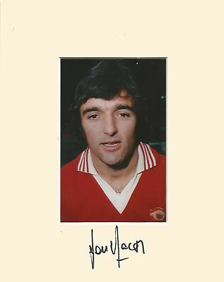 10 x 8 inch mount personally signed by Lou Macari Manchester United on 16.02.15.
