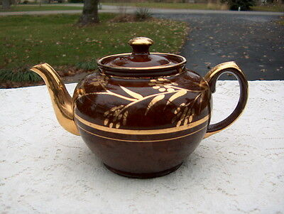 SADLER TEA-POT MARKED SADLER MADE IN ENGLAND BROWN W/HEAVY GOLD DECOR BEAUTIFUL'