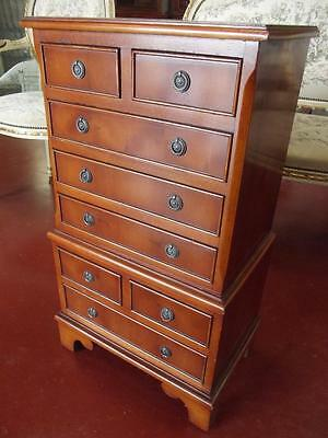 SMALL GEORGIAN DESIGN 8 DRAWER CHEST OF DRAWERS