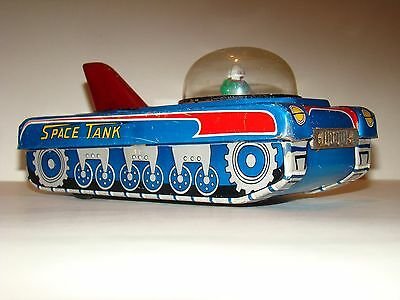 VINTAGE & VERY RARE LITHOGRAPHED TIN V-7 SPACE TANK SHOT SPARKS OUTER SPACE