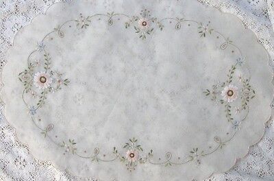 ~ 4 VINTAGE  SILK ORGANDY EMBROIDERED SCALLOPED OVAL PLACEMATS RARE ELEGANT  ~