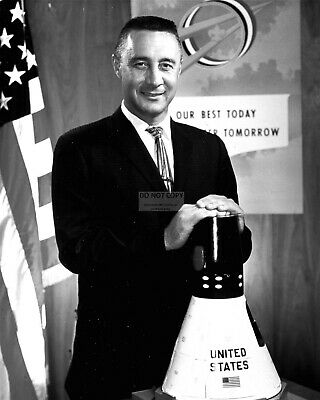 Astronaut Gus Grissom In 1959 - 8X10 Nasa Photo (Zz-086)