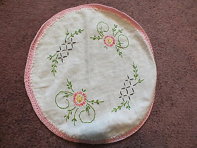 Collectible Embroidered Table Runner White Pink Crochet Trim 10 Inch NICE