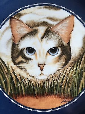 Herrero Collection plate 1991, cat crouching in grass