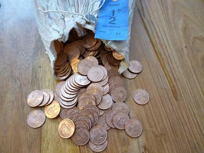 Bulk Lot Of 1964 Uncirculated Halfpennies A Pack Of 25 Coins, Some Are Toned.