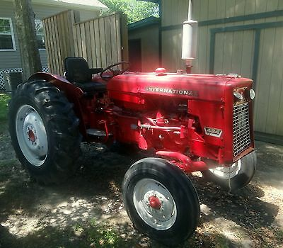 International 424 Medium Size Farm Tractor