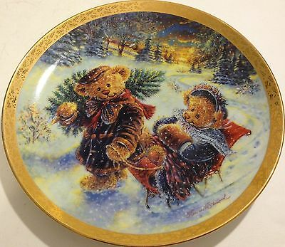 1995 Bradford Beary Merry Christmas Loving Traditions Sherwood Collector Plate