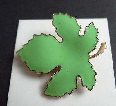 Maple Leaf spring green color gold tone great quality   iv