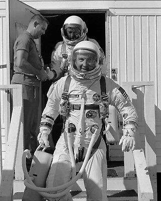 Gemini 12 Jim Lovell And Buzz Aldrin Leave Suiting Trailer - 8X10 Photo (Bb-003)