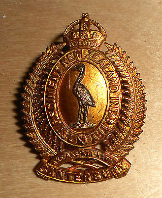 NEW ZEALAND 1st REGT.N.Z. CANTERBURY. SILVER & GILT CAP BADGE.