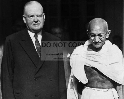 Herbert Hoover Visits With Mahatma Gandhi In India In 1944 - 8X10 Photo (Zz-208)