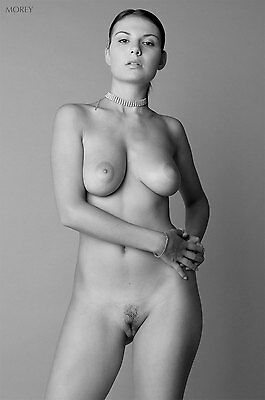 Black & White Fine Art Nude model photo, signed by Craig Morey: Lucy 3798BW
