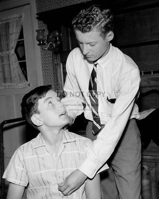 """Eddie Haskell Teases Beaver """"Leave It To Beaver"""" - 8X10 Publicity Photo (Bb-390)"""
