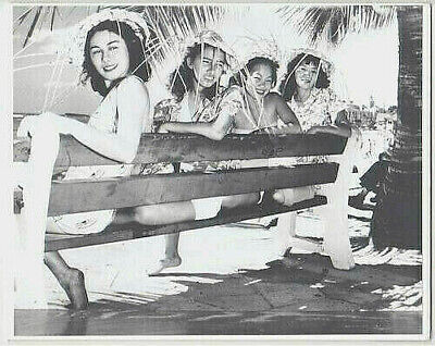 "HAWAIIAN GIRLS AT WAIKIKI BEACH 1930's 8x10"" HAND PRINTED SILVER HALIDE PHOTO"