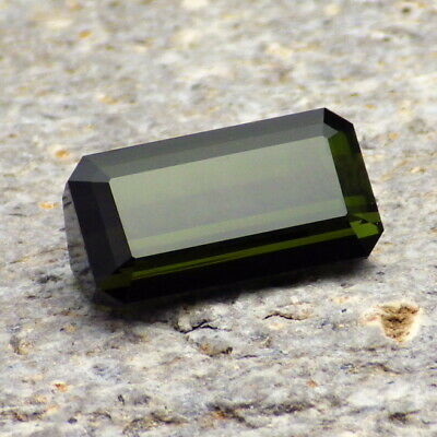 TOURMALINE-NIGERIA 4.65Ct SI2-DEEP LIME TO FOREST GREEN-NATURAL UNTREATED-READ!