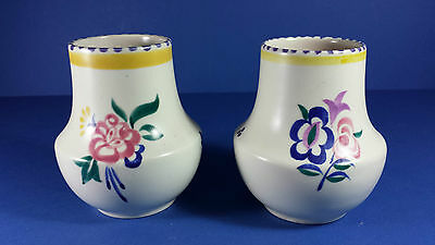 """CLASSIC PAIR OF POOLE POTTERY COGWHEEL EDGE FLORAL SMALL FLOWER / POSY VASEs 4"""""""