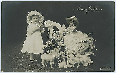 C.1910 RP NPU POSTCARD PRINCESS JULIANA NETHERLANDS WITH HER TOYS DOLLS ETC b39