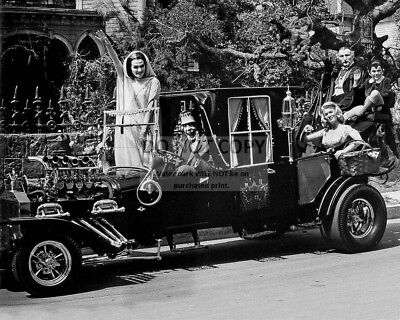 """""""The Munsters"""" Cast From The Cbs Television Show - 8X10 Publicity Photo (Da-511)"""
