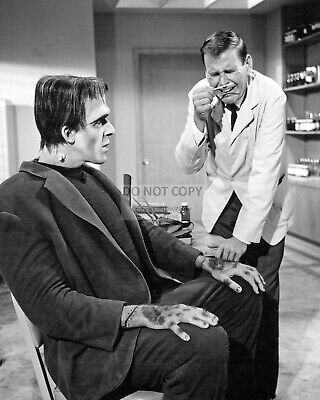 "Fred Gwynne And Paul Lynde In ""The Munsters"" - 8X10 Publicity Photo (Da-559)"