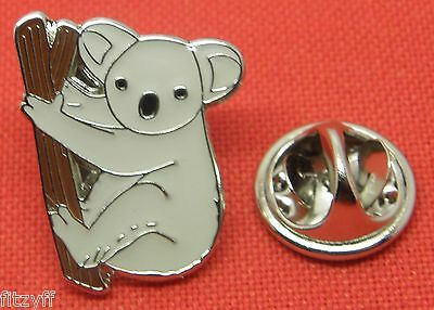 Free Postage Badger Lapel Pin Badge Brooch Animal Lovers Endangered