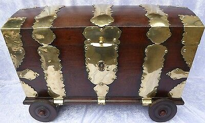 Fantastic And Unique Baroque Oak Chest Trunk From A Danish Palace - 1760-1790