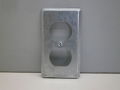 Lot of 4 58-C-7 Steel City Thomas Betts Galvanized Receptacle Cover Duplex 2-1//8