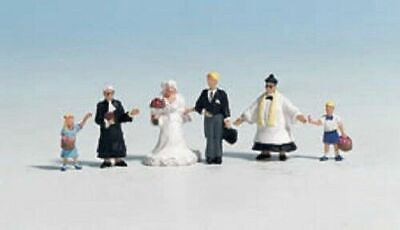 Noch OO/HO Gauge Wedding Group & Priest Plastic Figures 15860
