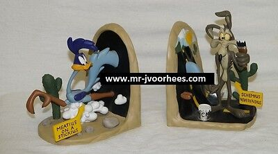 Extremely Rare! Looney Tunes Roadrunner and Wile E Coyote Bookends Statues Set