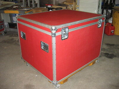Bristol Boarding Electronics Shipping Road Case on Removable Wheels Excellent