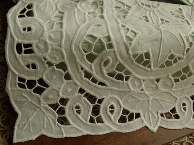 CutWork Embroidered Grape Leaf Cotton Tissue Box Cover - GREEN Cottage Country