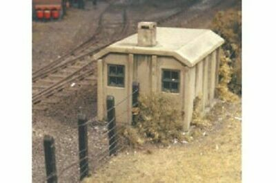 Ratio Concrete Lineside Huts x2 OO Gauge Plastic Kit 518