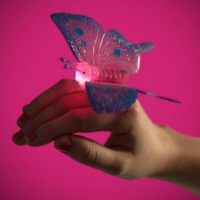 Sparkly And Flashing Butterfly Ring With Light-Up Body 21065