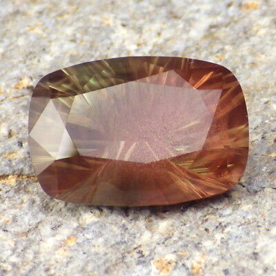 GREEN PINK SCHILLER OREGON SUNSTONE 6.39Ct FLAWLESS-INCREDIBLE BLEND OF COLORS!