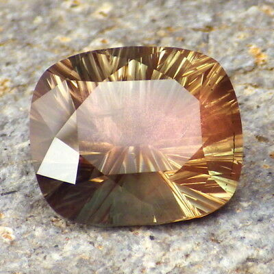 GREEN PINK SCHILLER OREGON SUNSTONE 7.63Ct CLARITY SI2-INVESTMENT GRADE GEMSTONE