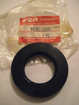 Suzuki Vz800/sv650/rf900/gs500/gsx/gsf Rear Wheel Hub Oil Seal Nos!