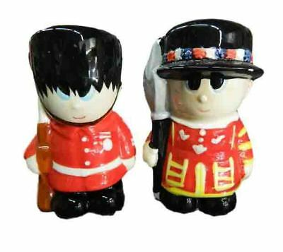 Collectable Novelty Salt and Pepper Set LONDON GUARDS BOBBYS Kitchen FREEPOST...