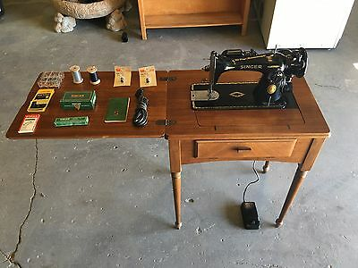 40 SINGER 4040 Sewing Machine And Table With Accessories And Inspiration 1953 Singer Sewing Machine