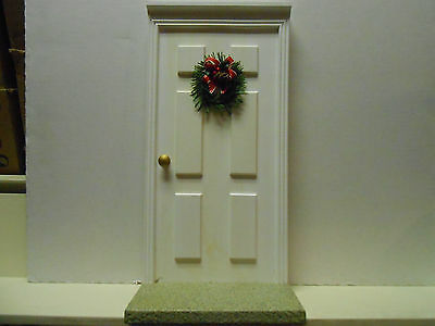Eropel  Byers Choice Front Door Decorated With Christmas Wreath