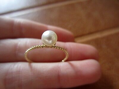 Stunning 14ct/14k solid yellow gold Akayo white pearl ring 5-5.5mm, size O